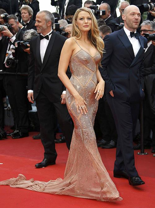 Những chiếc váy gây tốn giấy mực nhất tại Cannes 2016 - 17