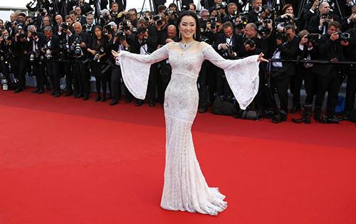 Những chiếc váy gây tốn giấy mực nhất tại Cannes 2016 - 18
