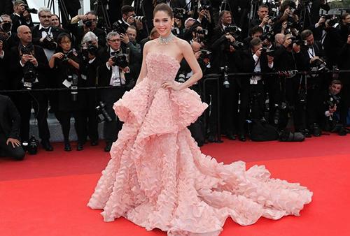 Những chiếc váy gây tốn giấy mực nhất tại Cannes 2016 - 20