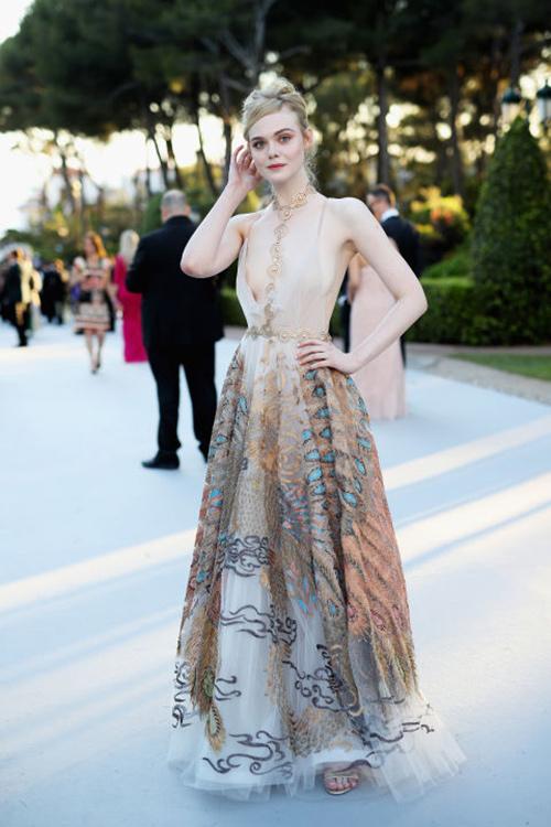 Những chiếc váy gây tốn giấy mực nhất tại Cannes 2016 - 7