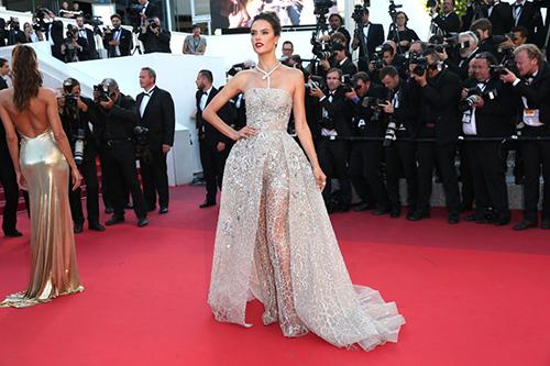 Những chiếc váy gây tốn giấy mực nhất tại Cannes 2016 - 2
