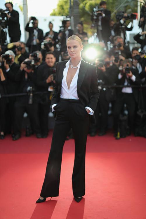 Những chiếc váy gây tốn giấy mực nhất tại Cannes 2016 - 3