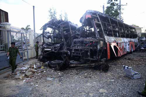 Vụ cháy xe 12 người chết: Tài xế ăn bún khi đang chạy xe-1