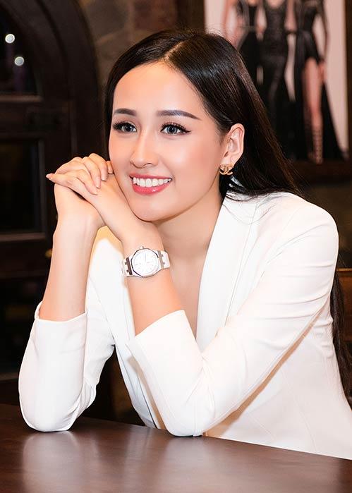 Hoa hậu Mai Phương Thúy khoe chân dài miên man bên Vĩnh Thụy - 7