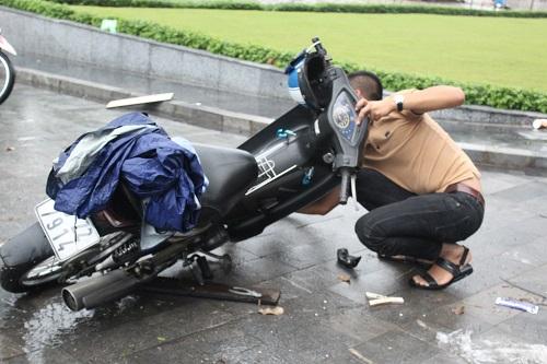 "huong dan cach ""cuu"" xe khi bi chet may vi ngap nuoc - 1"