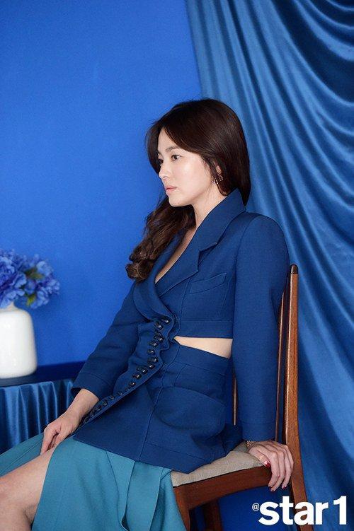 song hye kyo bat ngo khoe vai tran nuot na - 6