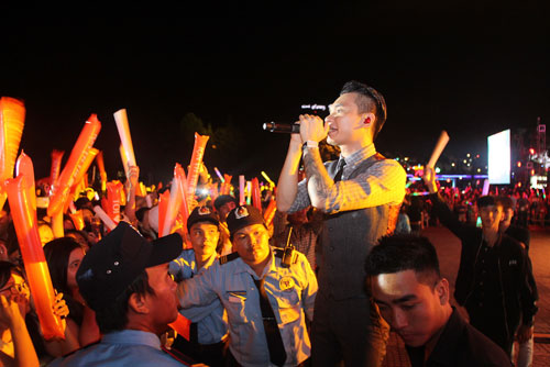 """buon ma thuot """"bung chay"""" cung dan sao the remix - 6"""