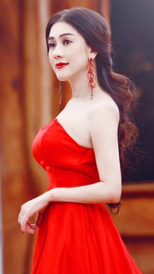 chuyen tinh dam nuoc mat cua lam chi khanh, huong giang idol - 5