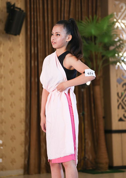 thi sinh khoc het nuoc mat trong vong casting next top - 2