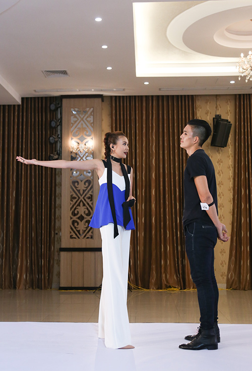 thi sinh khoc het nuoc mat trong vong casting next top - 13