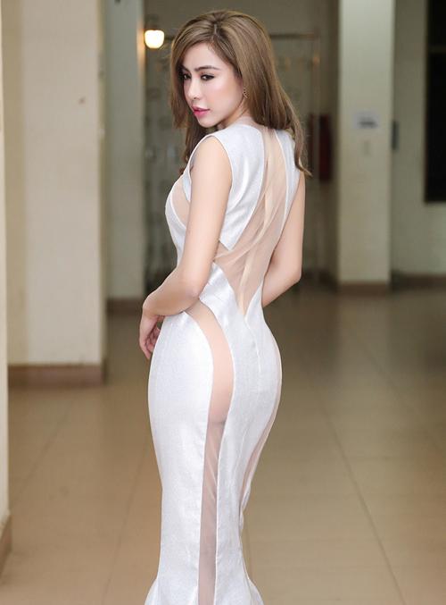 a khoi mai dieu linh khoe vong 3 sexy sau thoi gian o an - 4