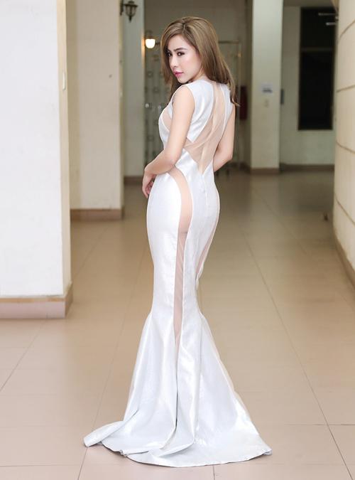 a khoi mai dieu linh khoe vong 3 sexy sau thoi gian o an - 5