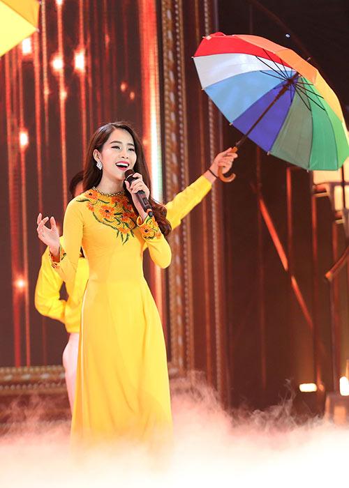 hoa khoi nam em dep ngot ngao, chinh phuc giam khao - 6