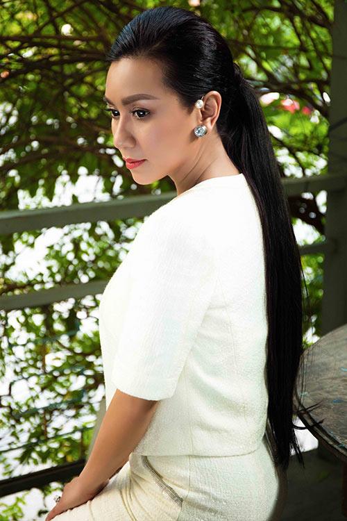 "doi ban than y phung - thanh mai ""do"" ve xinh dep khi hoi ngo - 3"