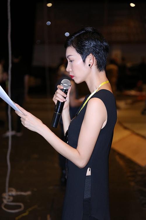 do manh cuong tat bat chay nuoc rut cho show xuan he 2016 - 3