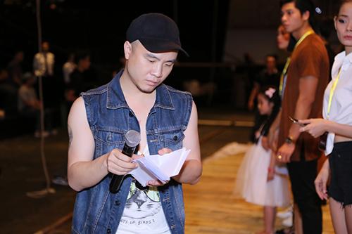 do manh cuong tat bat chay nuoc rut cho show xuan he 2016 - 2