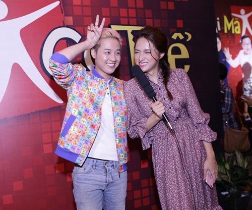 gil le toc xanh noi bat gay chu y ben canh huong giang idol - 8