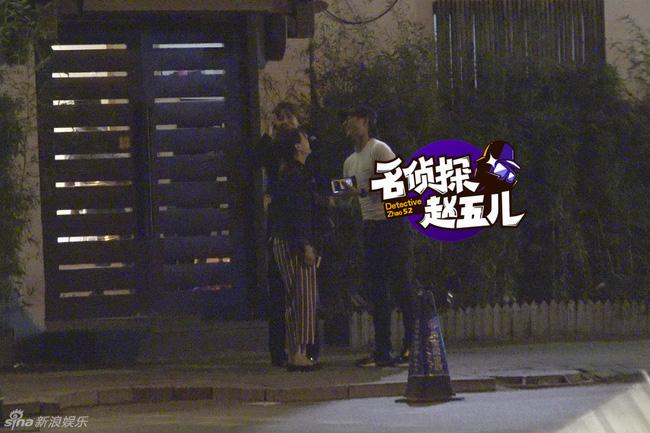 showbiz 24/7: bat gap chong chuong tu di di choi cung gai la - 2
