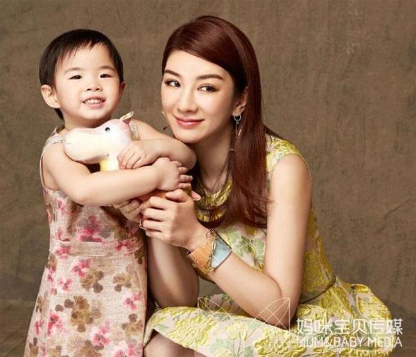 showbiz 24/7: bat gap chong chuong tu di di choi cung gai la - 4