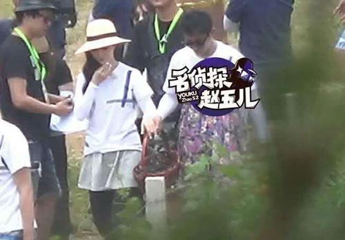 showbiz 24/7: bat gap chong chuong tu di di choi cung gai la - 5