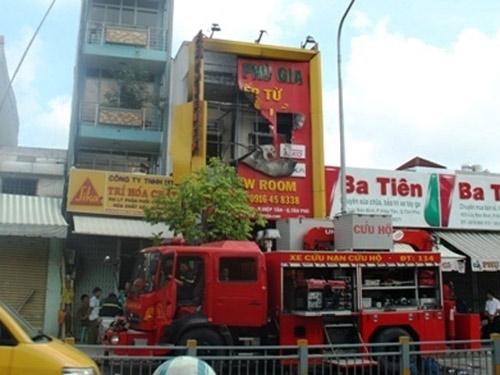 """vu chay 4 nguoi chet: ho """"chay di"""" nhung khong ai tra loi - 1"""