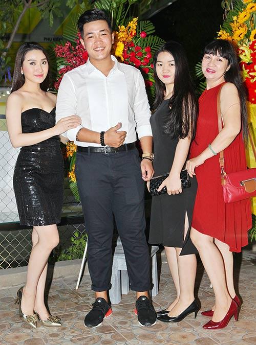 "cao my kim lien tuc hon ban trai ""phi cong"" truoc mat me - 4"
