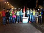 Tin tức - Đội nhặt đinh, vá xe miễn phí trắng đêm ở Đồng Nai