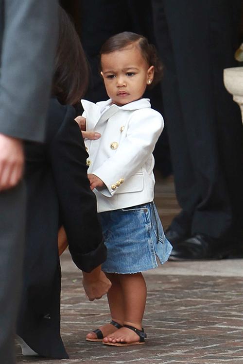 Thời trang sành điệu của con gái Kim Kardashian-10