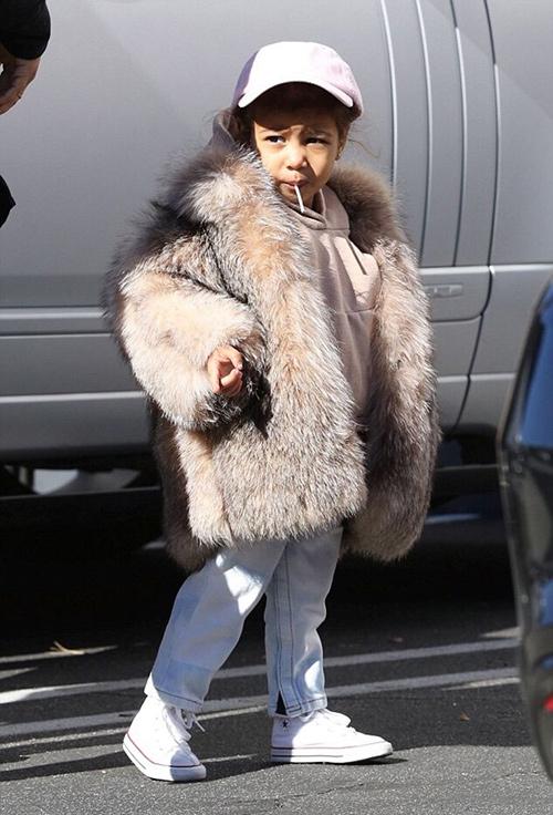 Thời trang sành điệu của con gái Kim Kardashian-4