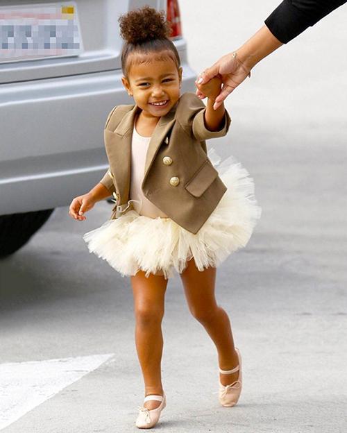 Thời trang sành điệu của con gái Kim Kardashian-9