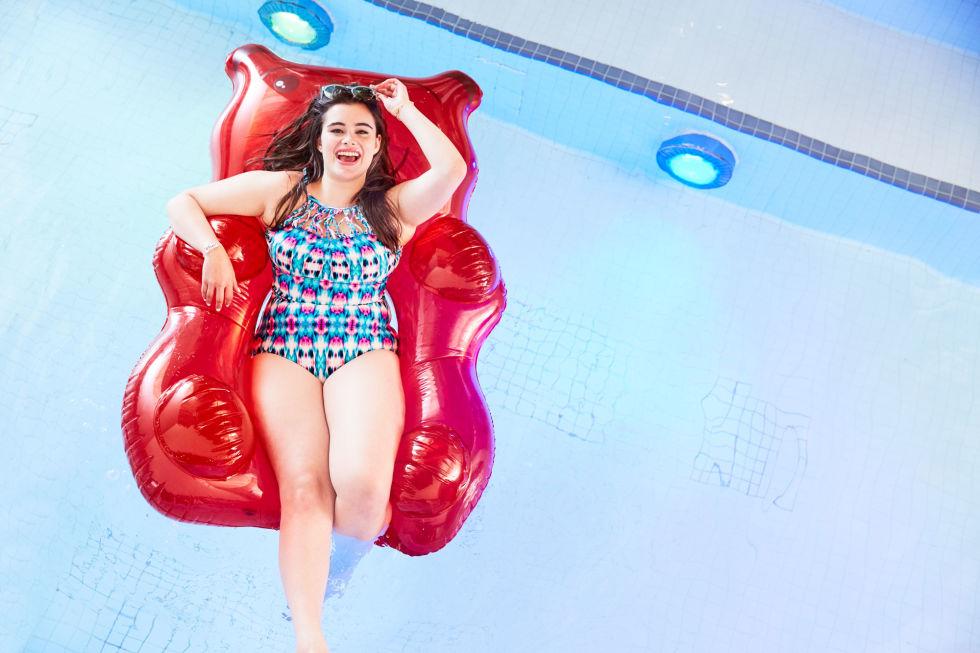 Mẫu béo ngấn mỡ tự tin gợi cảm với bikini-5