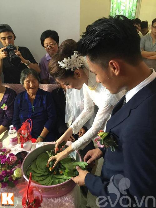 mac hong quan - ky han hon nhau say dam trong le an hoi - 11