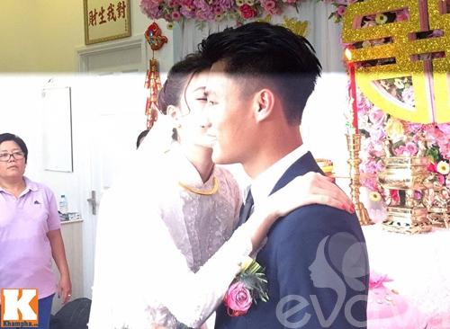 mac hong quan - ky han hon nhau say dam trong le an hoi - 6