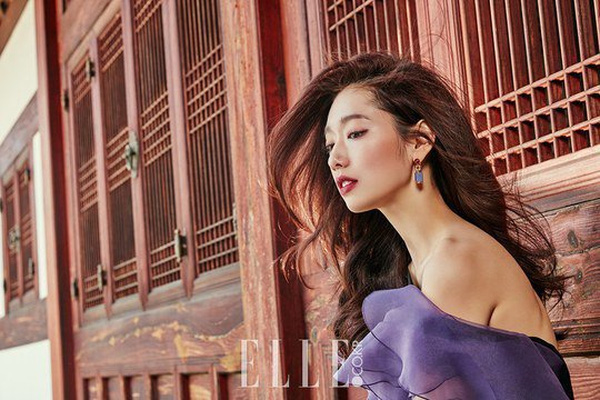 showbiz 24/7: lo anh hiem hoi cua bae yong joon va vo - 3