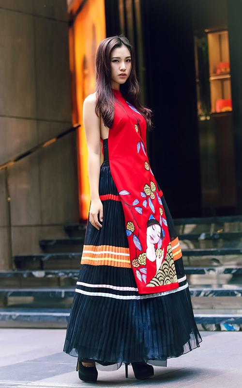 Ái Phương, Hoàng Oanh dạo phố với thời trang vẽ tay-8