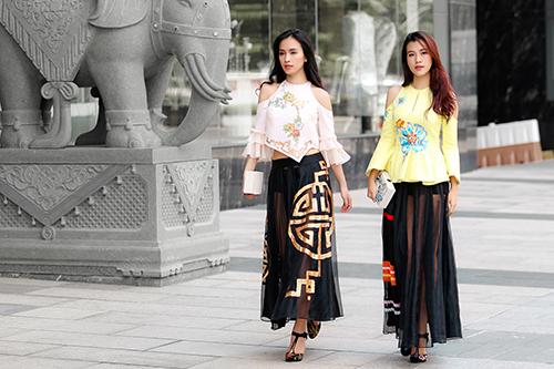 Ái Phương, Hoàng Oanh dạo phố với thời trang vẽ tay-11