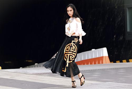 Ái Phương, Hoàng Oanh dạo phố với thời trang vẽ tay-9