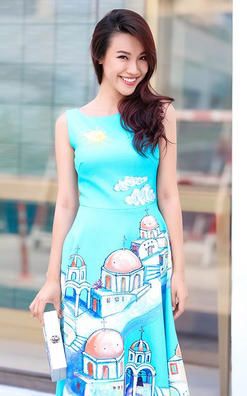 Ái Phương, Hoàng Oanh dạo phố với thời trang vẽ tay-4