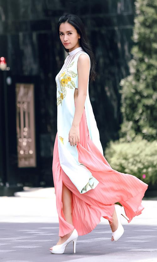 Ái Phương, Hoàng Oanh dạo phố với thời trang vẽ tay-3