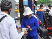 Mua sắm - Giá cả - Người mua xăng thiệt vì thuế bất hợp lý?