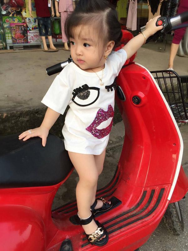 Bé gái Tuyên Quang 16 tháng tuổi cứ ra phố là mọi người trầm trồ-6