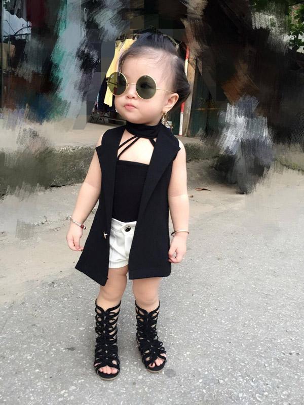 Bé gái Tuyên Quang 16 tháng tuổi cứ ra phố là mọi người trầm trồ-3