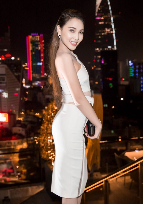 Ngọc Trinh đọ vẻ nóng bỏng với Hoa hậu Hàn Quốc-4