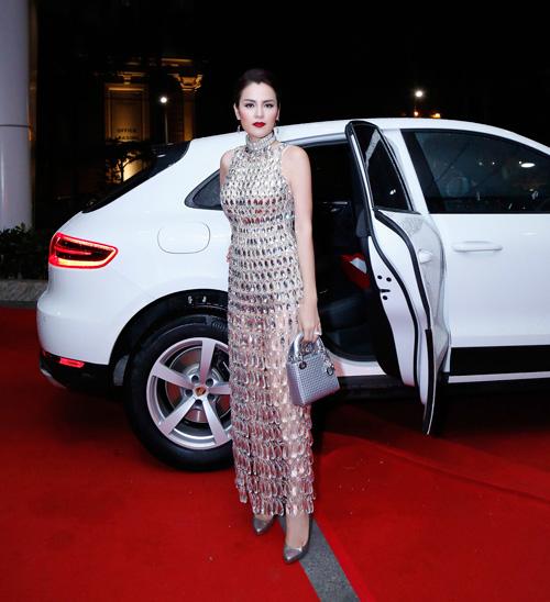 Á hậu Phương Lê mặc váy xuyên thấu trở thành nữ hoàng đêm tiệc-1