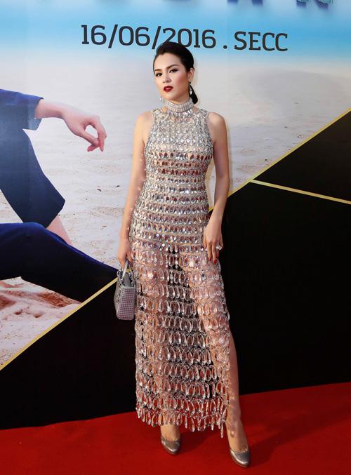 Á hậu Phương Lê mặc váy xuyên thấu trở thành nữ hoàng đêm tiệc-5