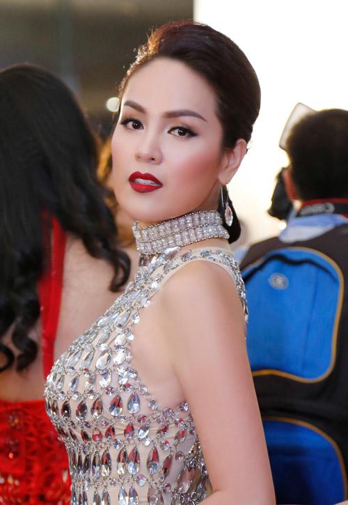 Á hậu Phương Lê mặc váy xuyên thấu trở thành nữ hoàng đêm tiệc-2