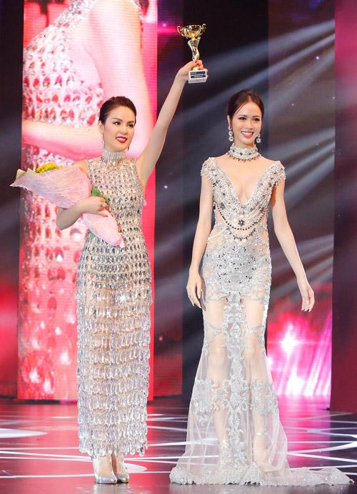 Á hậu Phương Lê mặc váy xuyên thấu trở thành nữ hoàng đêm tiệc-3