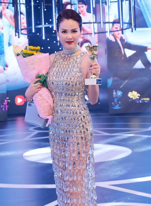 Á hậu Phương Lê mặc váy xuyên thấu trở thành nữ hoàng đêm tiệc-4