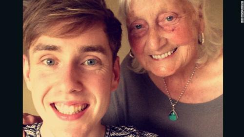 Bà cụ 'xin vui lòng' và 'cám ơn' với Google khiến dân mạng thích thú-1