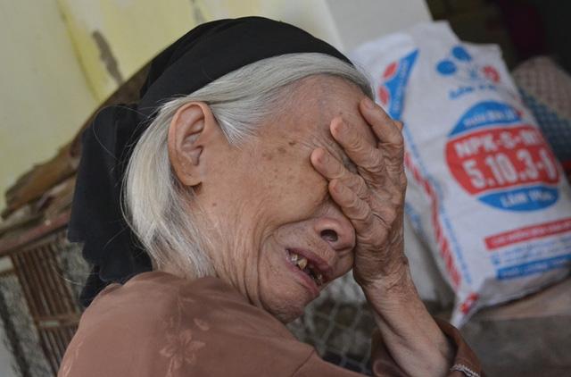 CASA-212 gặp nạn: Người thân khóc ngất khi biết tin-3